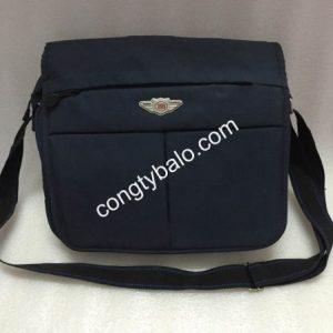Túi đeo chéo vải bố, ipad là loại túi có bề ngoài kiểu dáng đơn giản, nhỏ gọn nhưng lại mang điểm nhấn trẻ trung, hiện tại sử dụng phù hợp cho nhiều hoàn cảnh.
