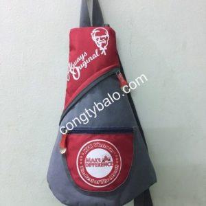 KFC đặt làm túi đen chéo làm quà tặng cho khách hàng khi đến cửa hàng