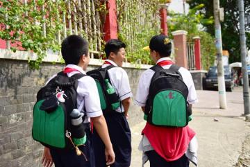 May ba lô túi xách đồng phục cho các học sinh trước âu lạc