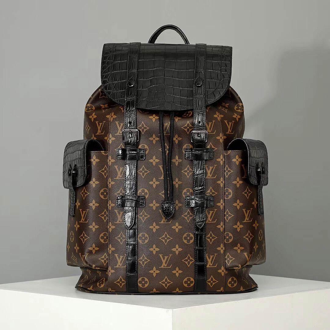 Balo Louis Vuitton Christopher PM N93491 có giá 18,864 USD
