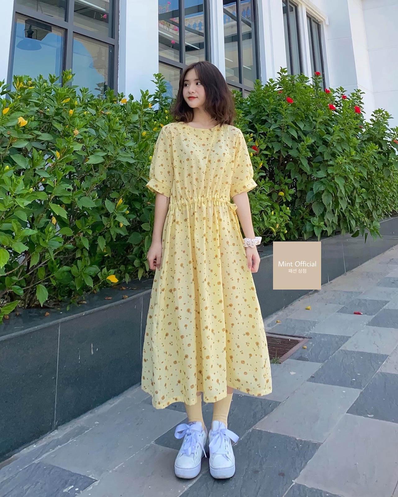 Váy hoa nhí vải thô tạo nét nữ tính, ngây thơ