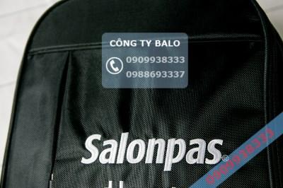 Cận cảnh may balo quà tặng Salonpas