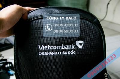 Cận cảnh May balo quà tặng Vietcombank