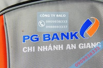 Cận cảnh may balo quà tặng PG bank