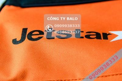 Cận cảnh May túi xách quảng cáo Jetstar