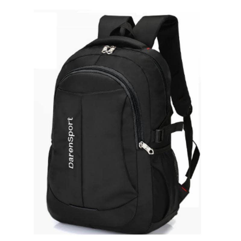 Một trong các tips chọn túi du lịch chính là nên chọn balo màu tối để không sợ vướng bẩn