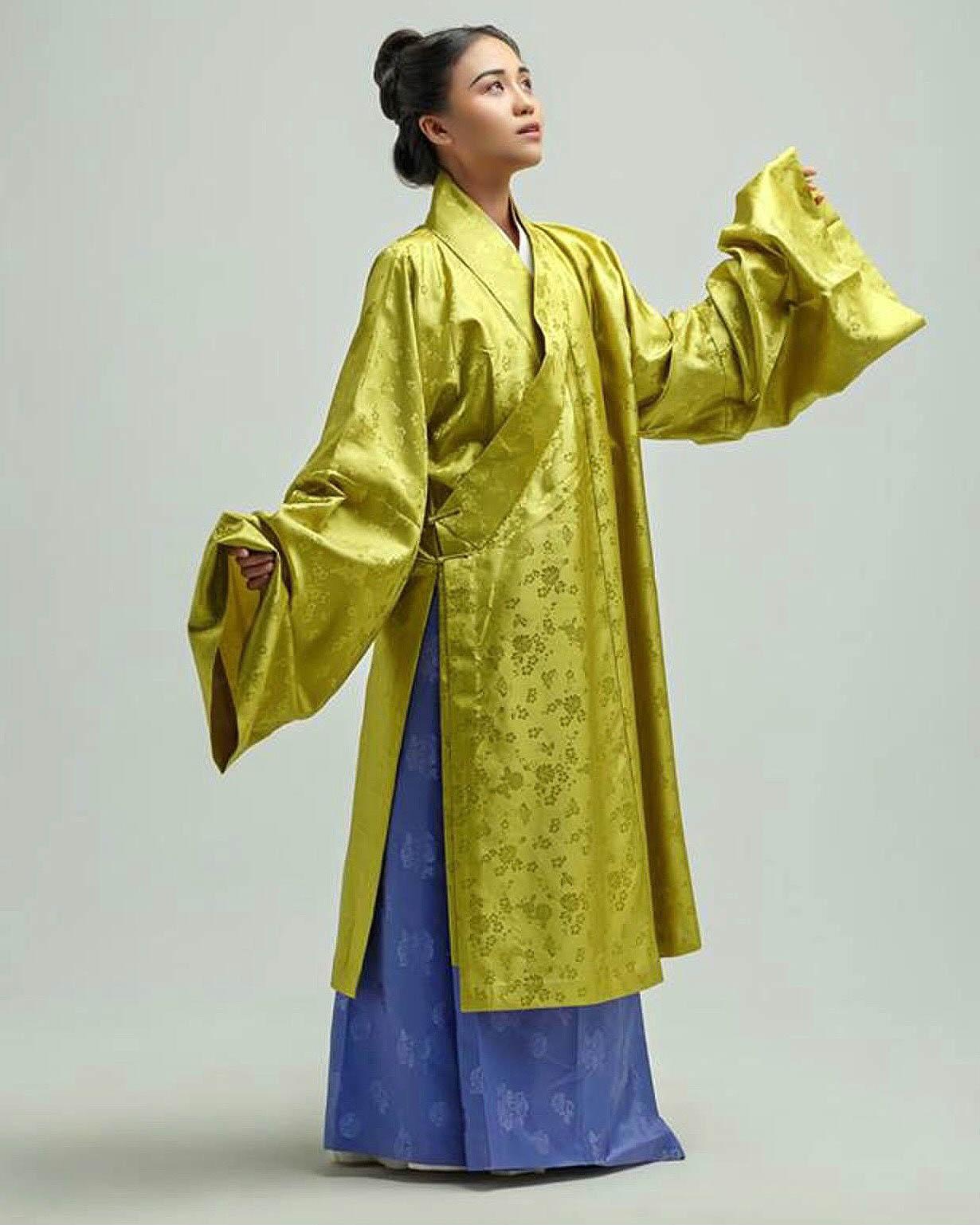 Trang phục áo dài giao lĩnh
